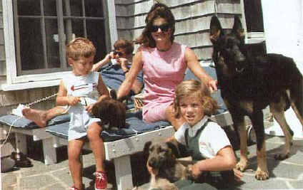 'La famiglia Kennedy' from the web at 'http://www.difossombrone.it/curiosita/../images/personaggi/La_famiglia_Kennedy.jpg'